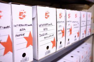 Des boîtes d'archives du fonds fédéral