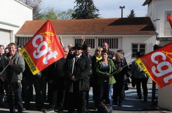 Des métallos se rassemblent devant le siège de l'UIMM, 21 février 2017