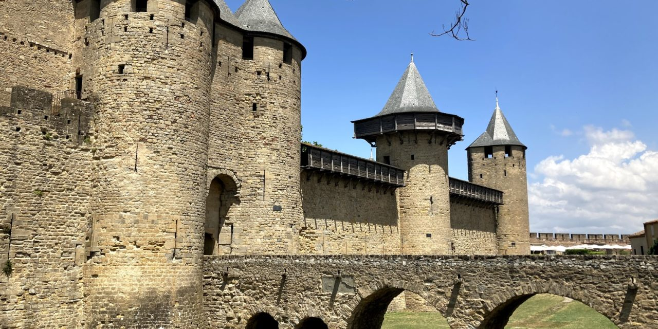 Visite de la cité médiévale de Carcassonne en Occitanie…